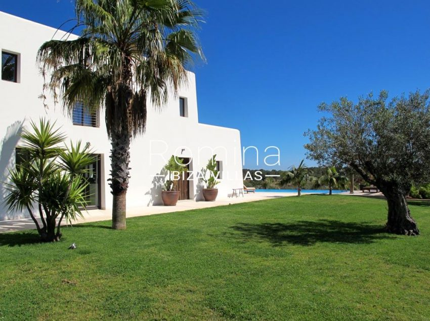 villa hegan ibiza s-2lawn pool side facade