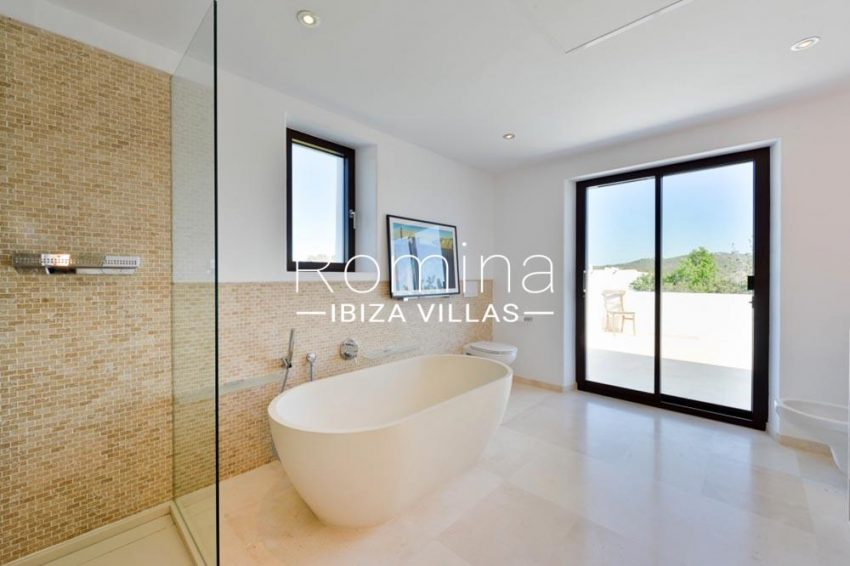 villa hegan ibiza s-5shower and bathtub