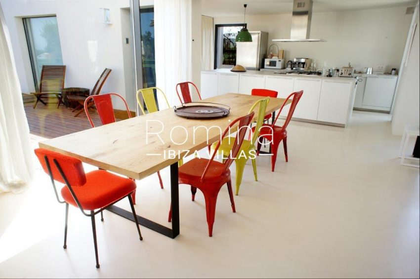 villa yundal J-3dining table kitchen