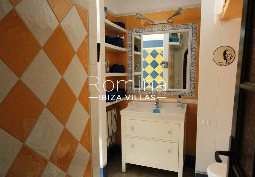 apartamento conta mar ibiza-5washbasin