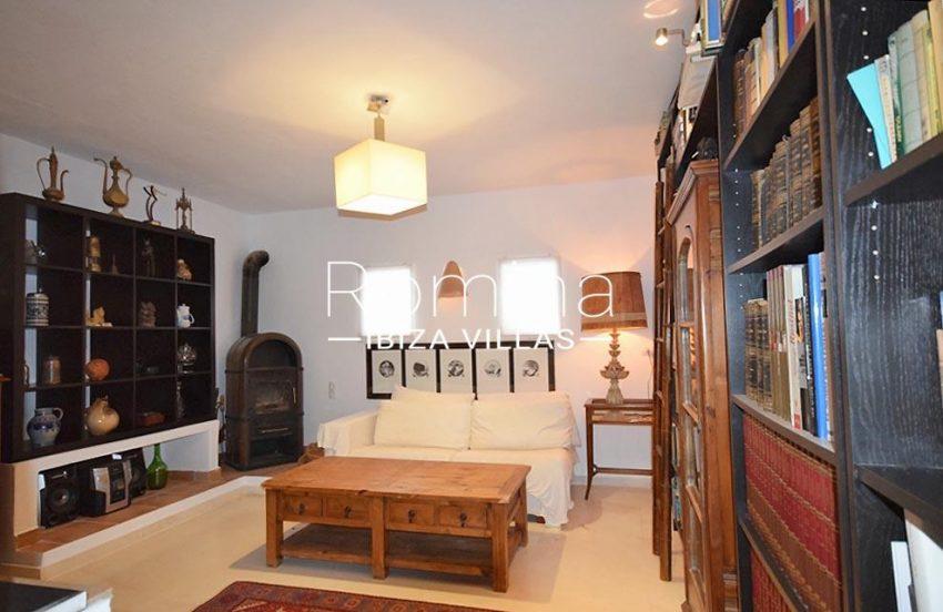 villa colinas ibiza-3TV room library