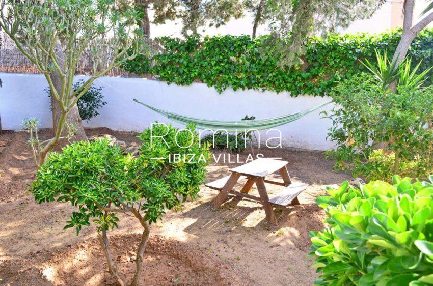 villa elora ibiza-2garden picnic table