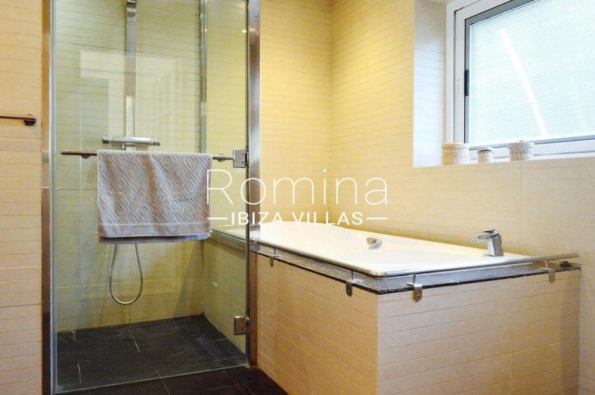 villa elora ibiza-5bathroom
