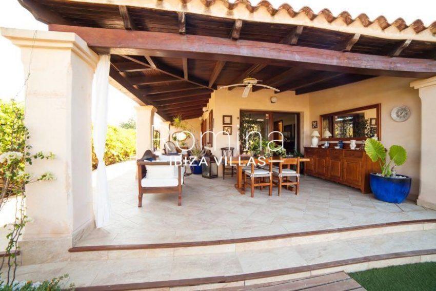 villa nati ibiza-2porch dinin living area