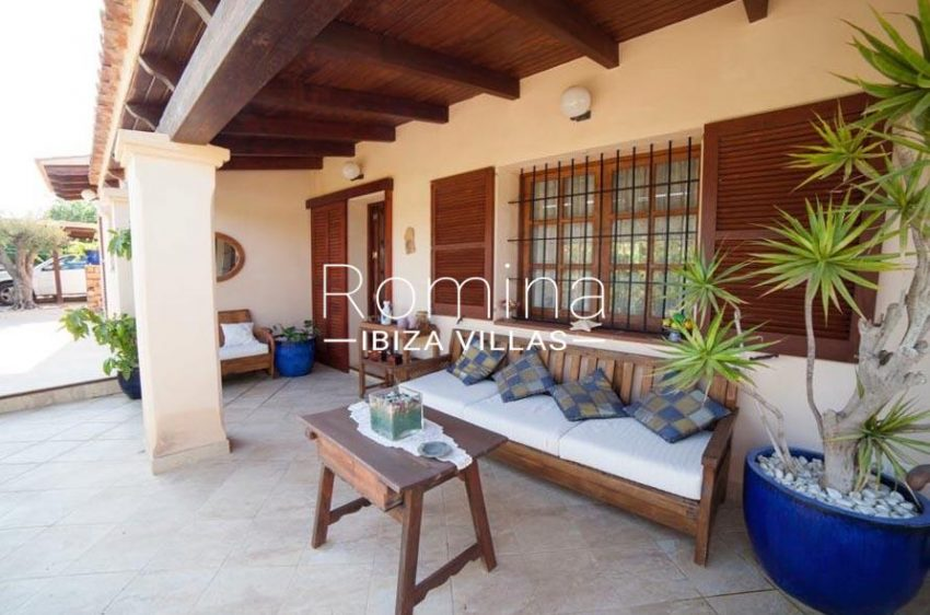 villa nati ibiza-2porch living area