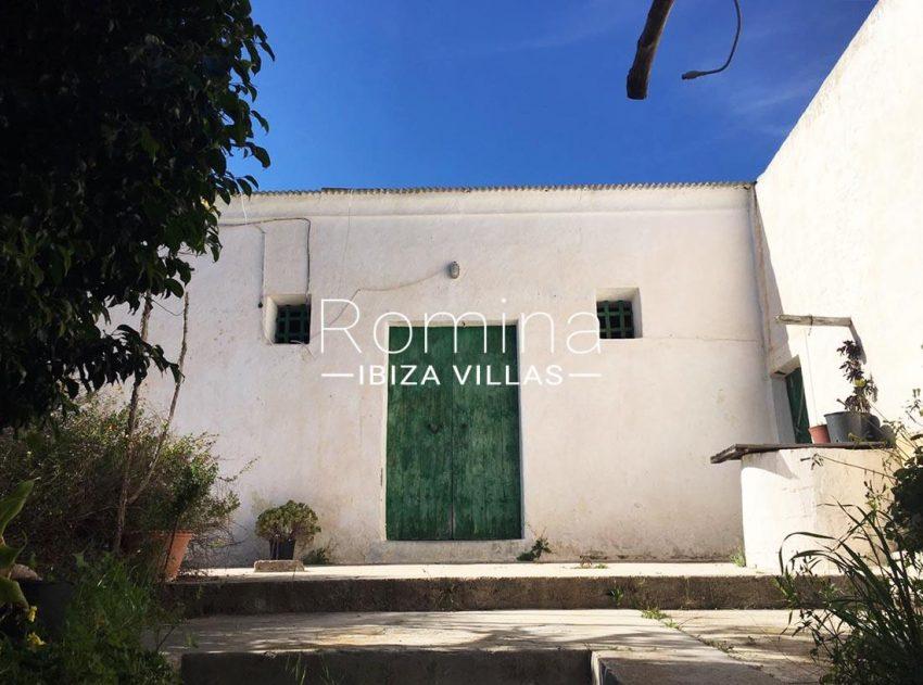 finca albaricoque ibiza-entrance patio