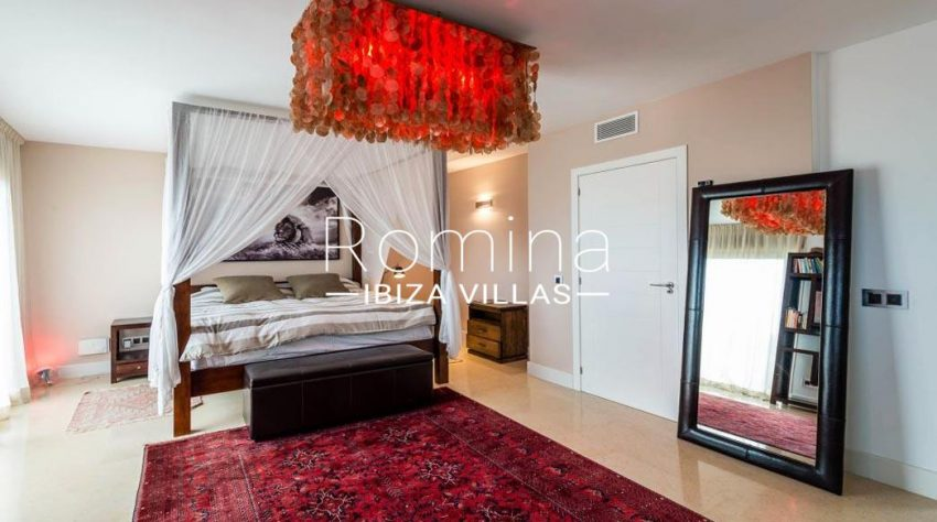 villa ederra ibiza-4bedroo canopy bed2