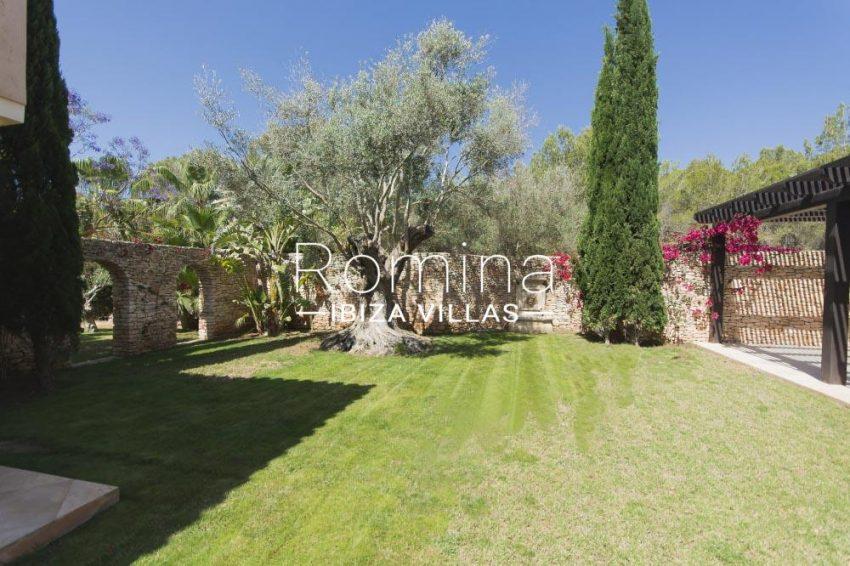 villa hori ibiza-2lawn patio