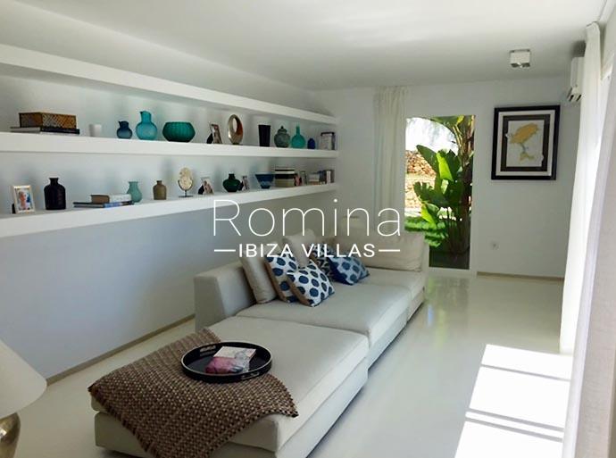 villa urdin ibiza-3sittingarea