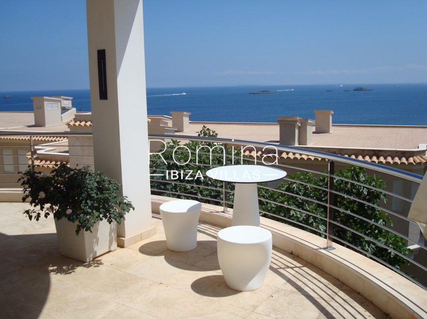 apto vistas mar ibiza-1terrace sea view tables poufs
