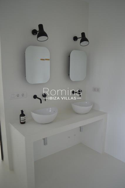 can coco ibiza-5bathroom2