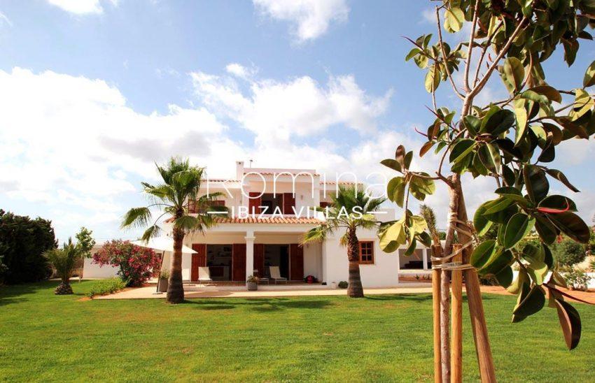 casa basso ibiza-2lawn facade