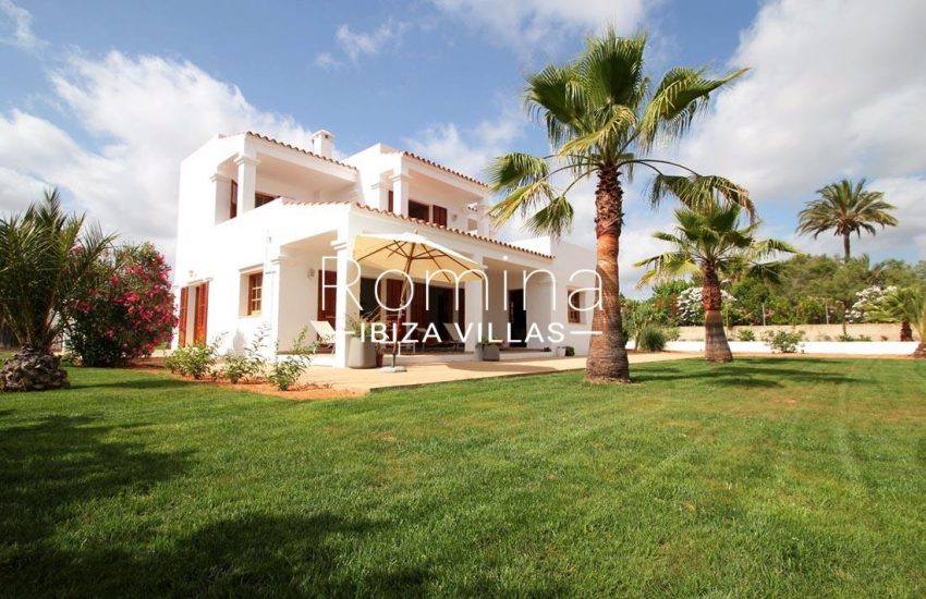 casa basso ibiza-2lawn facade washingtonia