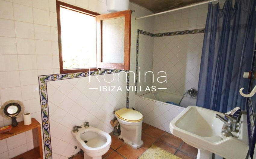 finca baso ibiza-5bathroom