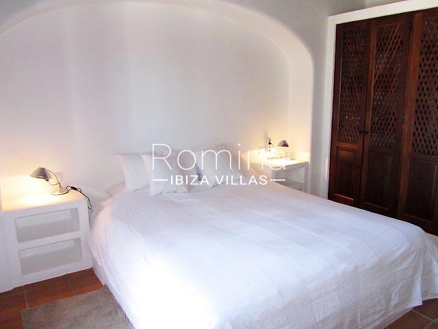 finca camino blanco ibiza-4bedroom white2