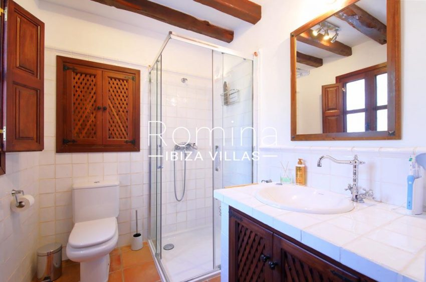 finca camino blanco ibiza-5shower room2