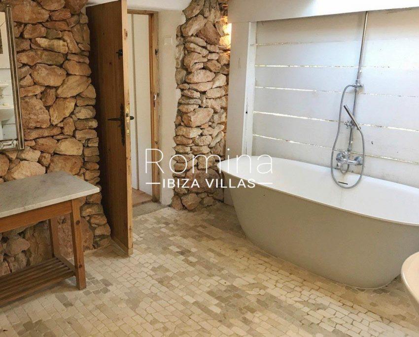 finca lina ibiza-5bathroom