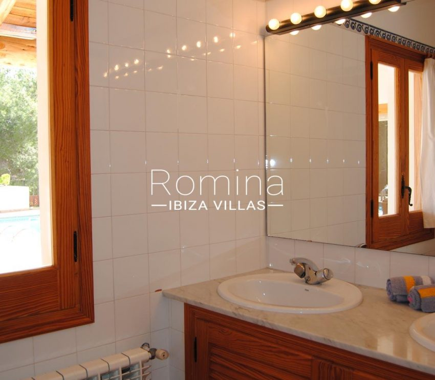 villa enia ibiza-5bathroom2