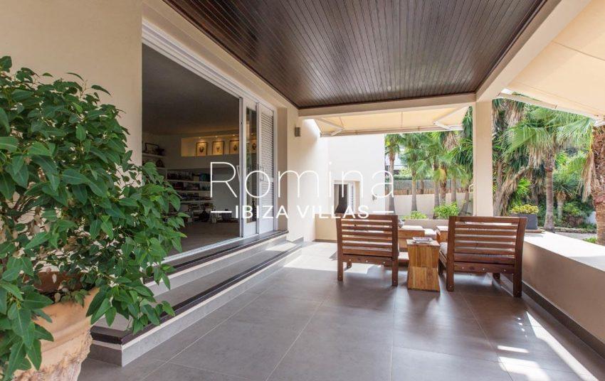 villa handia ibiza-2terrace sitting area