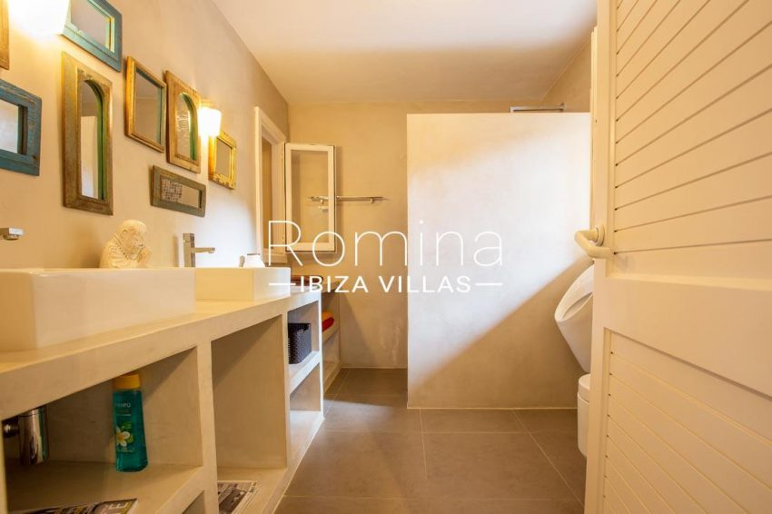 villa handia ibiza-5shower room2
