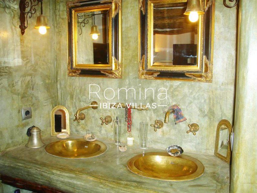 villa zaldi ibiza-5bathroom2