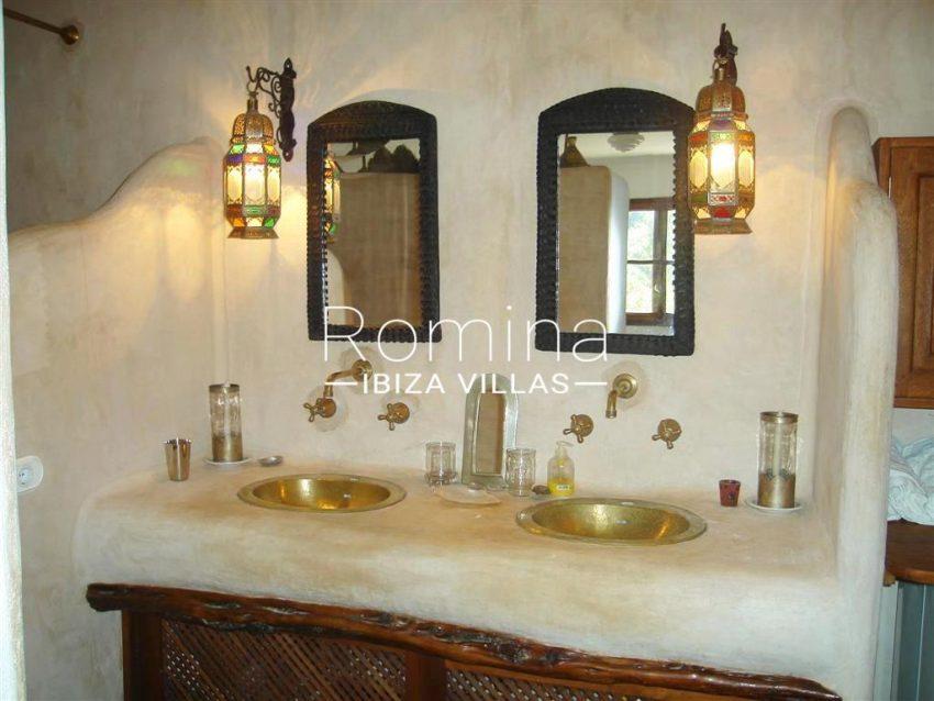villa zaldi ibiza-5bathroom3