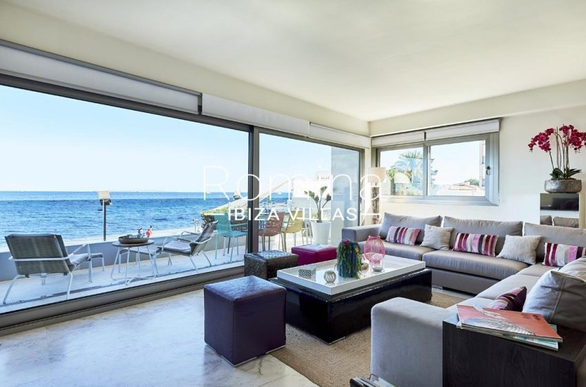 apto playa mar ibiza-3living room sea view