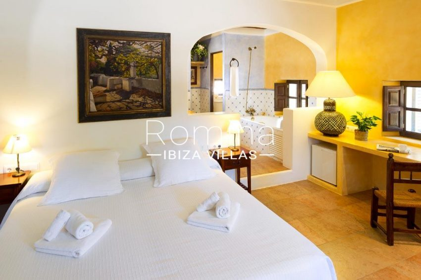 can vicent rafal ibiza-4bedroom bathroom