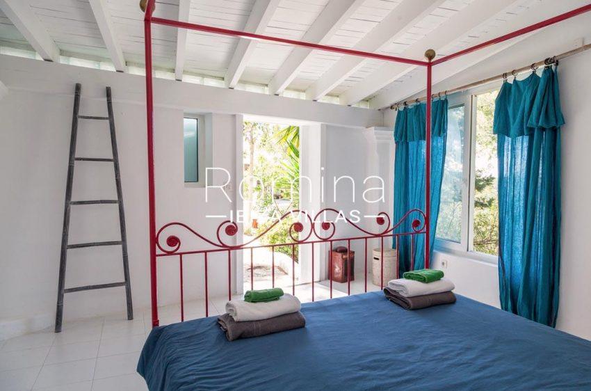villa mar ibiza-4bedroom four poster bed