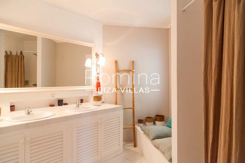 villa mar ibiza-5shower room
