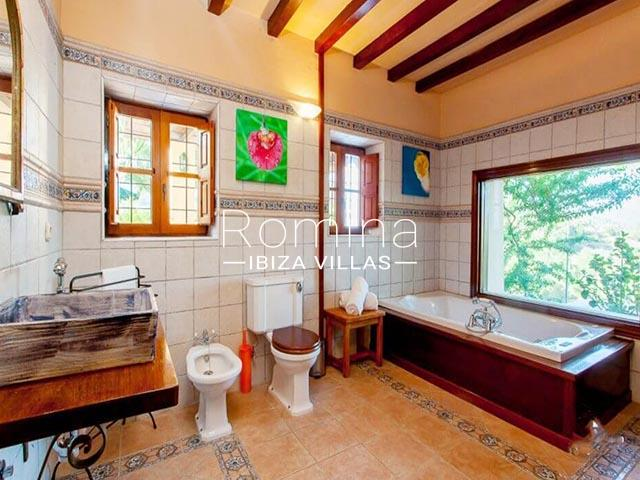 can harria ibiza-5bathroom1bis