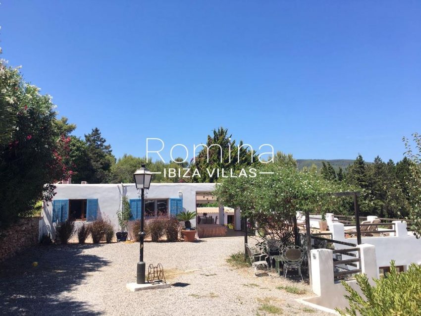can micalet ibiza-2house side facade