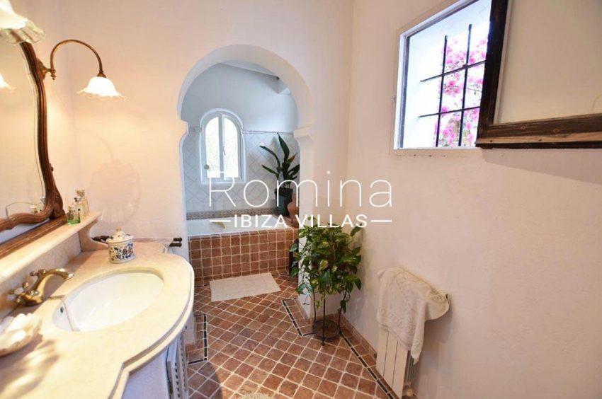 casa hiedra ibiza-5bathroom