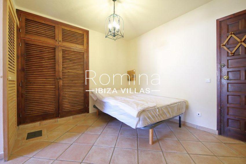 casa salinas ibiza-4bedroomwardrobe