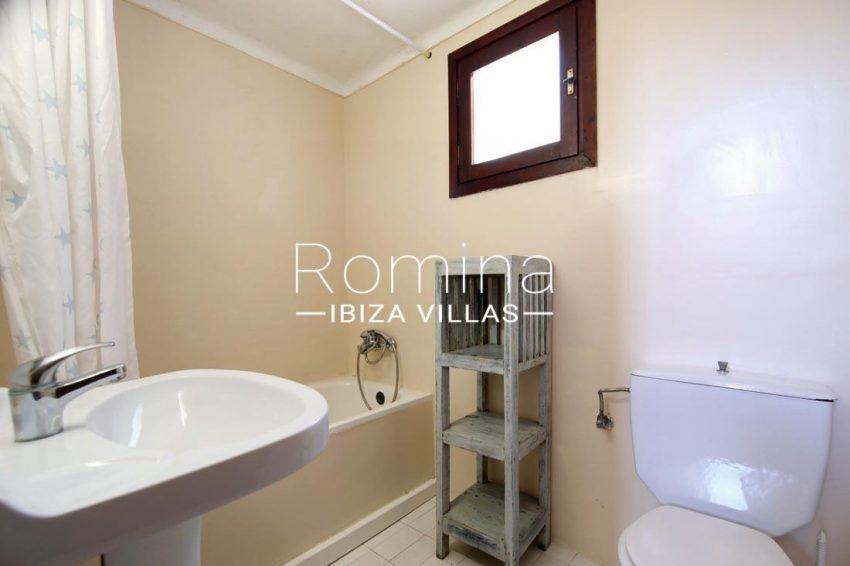 casa salinas ibiza-5bathroomn