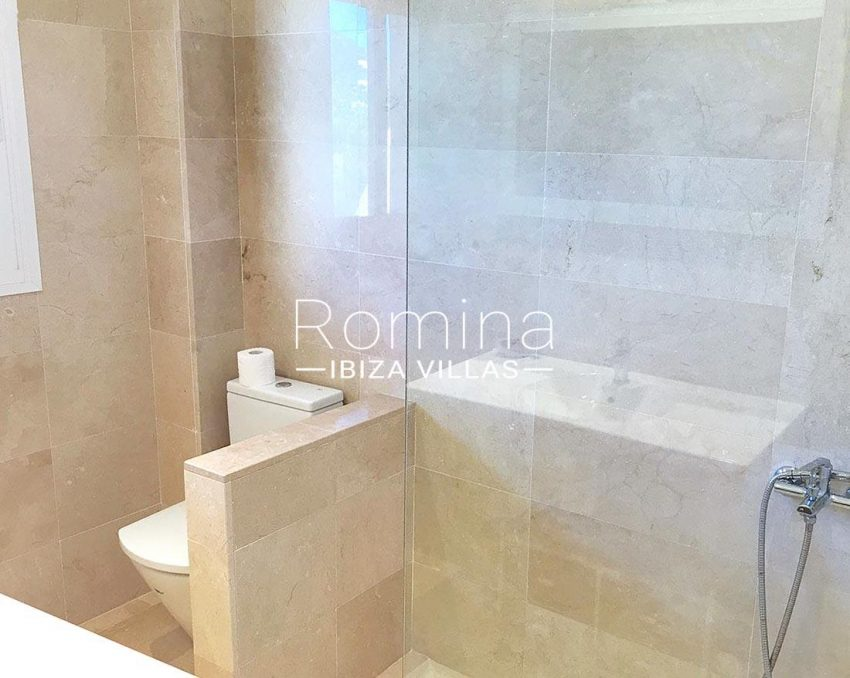 duplex elua ibiza-5shower room