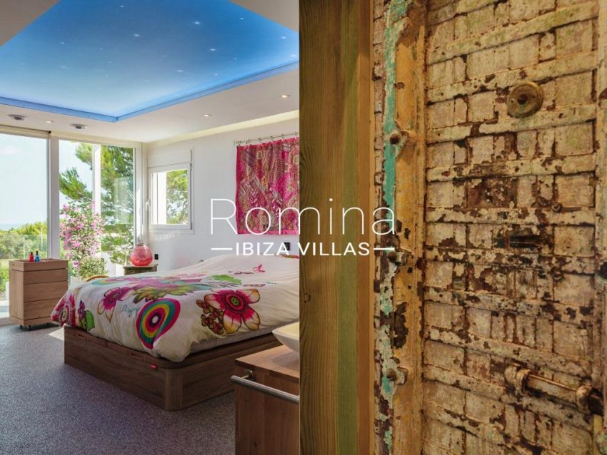 romina-ibiza-villa-re-386-82-villa-blanca-4bedroom1bis