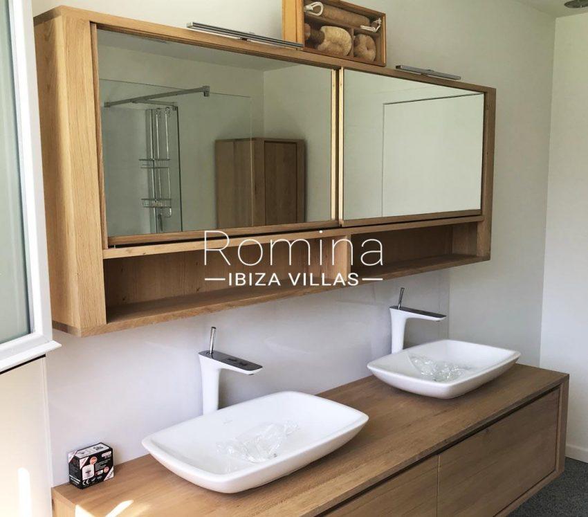 villa blanca ibiza-5shower room