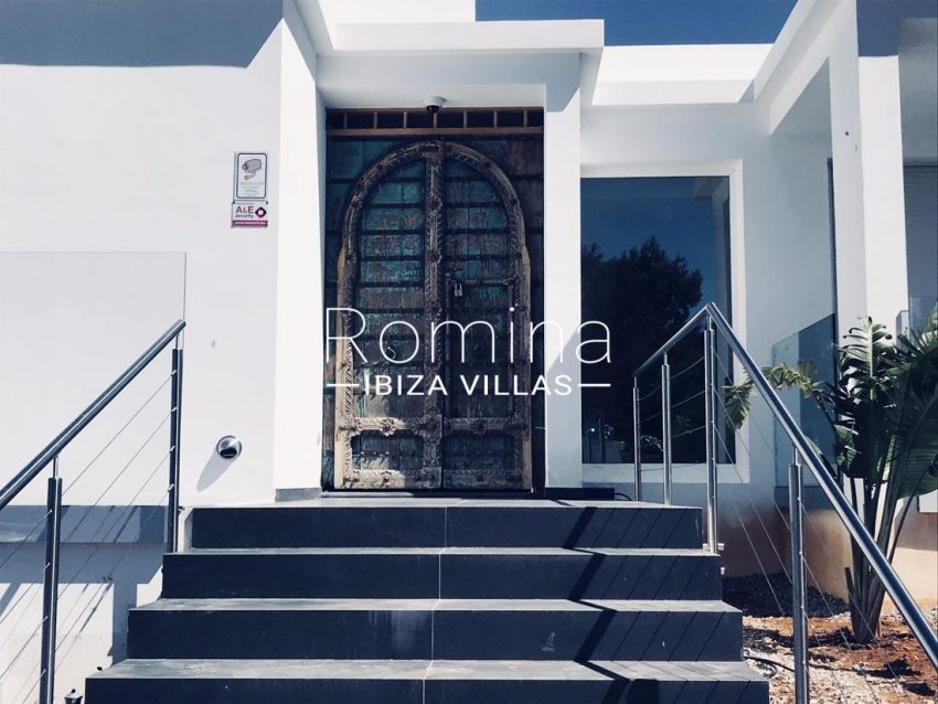 villa blanca ibiza-entrance door