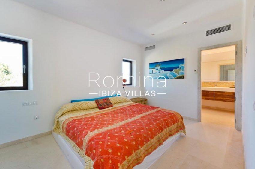 villa hegan ibiza s-4bedroom en suite bathroom