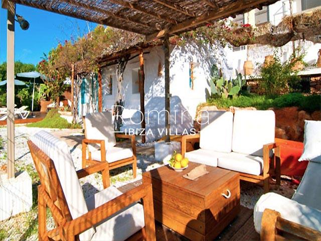 villa sonder ibiza-2pergola outdoor sitting area