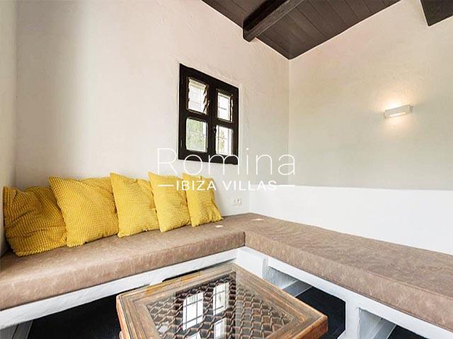 villa tara ibiza-3banquettes cushions