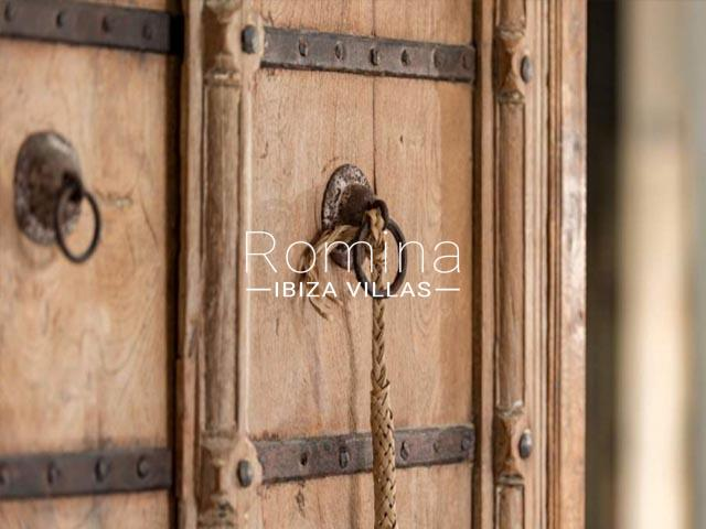 villa tara ibiza-wooden door detail