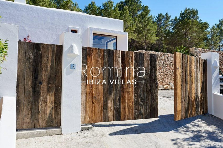 can guita ibiza-2entrance gate2