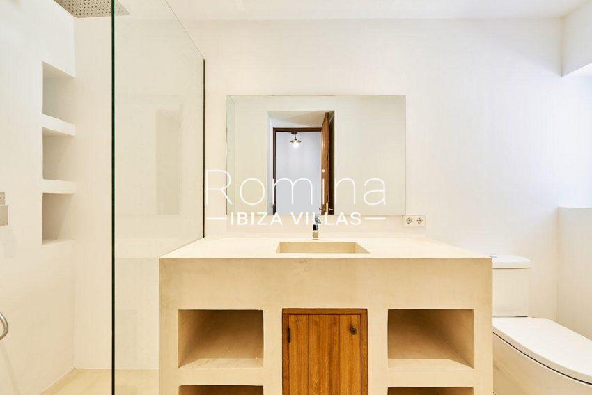 can guita ibiza-5shower room1