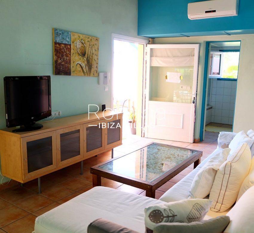 casa llaina ibiza-3living room apt