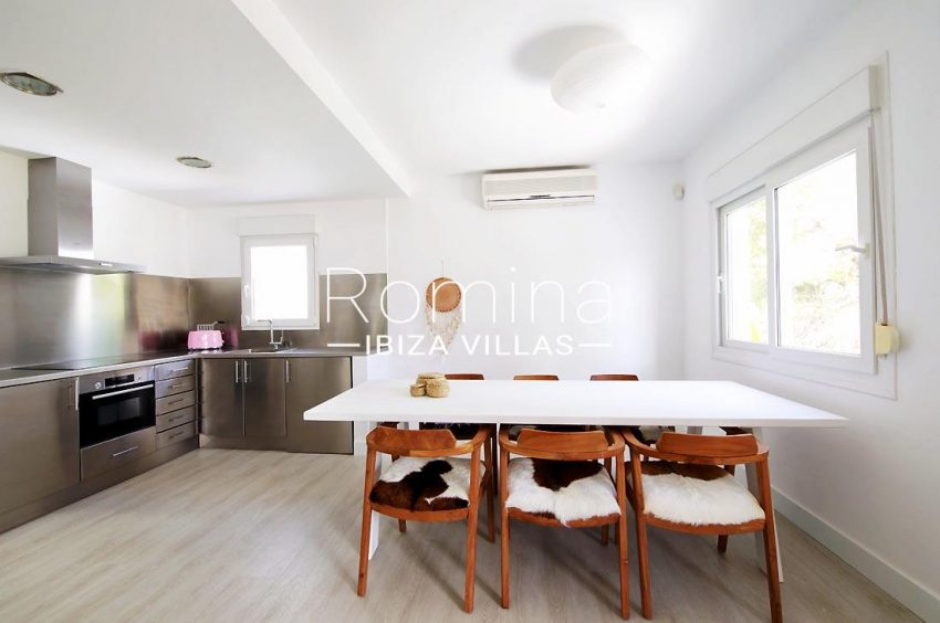 casa playa vistas ibiza-3zkitchen dining area