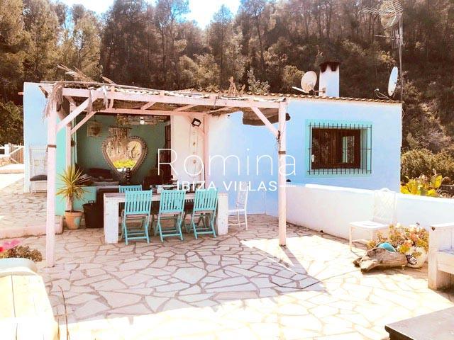 casa shamba ibiza-2prgola terrace dininga rea