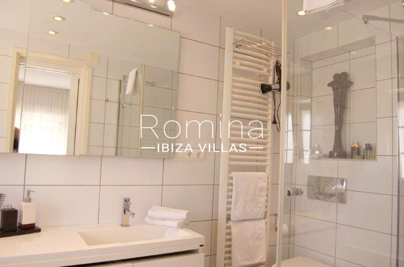 casa yucca ibiza-5shower room