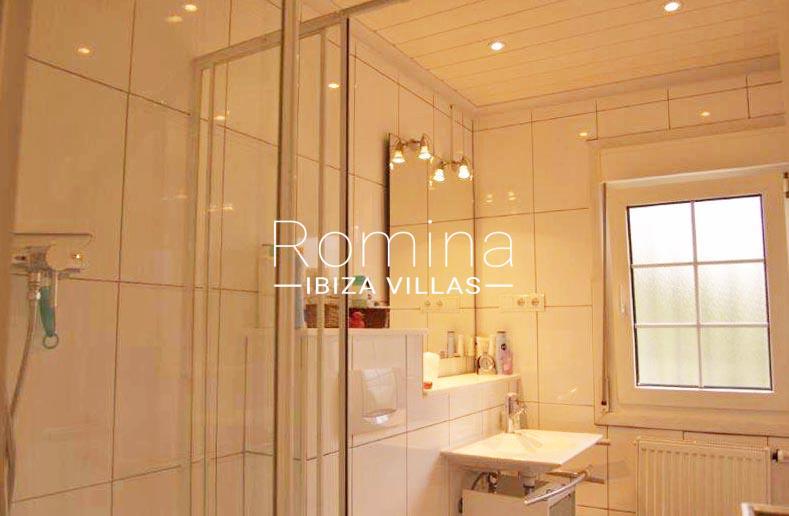 casa yucca ibiza-5shower room2